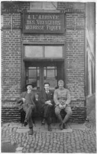 1 Vers 1915, face à l'Arrivée des Voyageurs