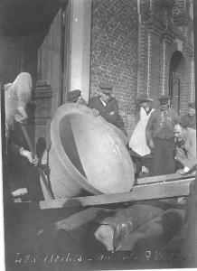 1-  En 1903, refonte de la cloche fêlée, Augustine-Honorée